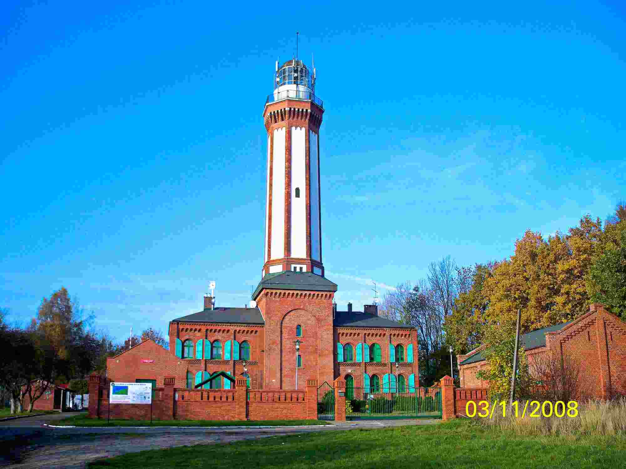 Seebad Niechorze Leuchtturm Strassenansicht