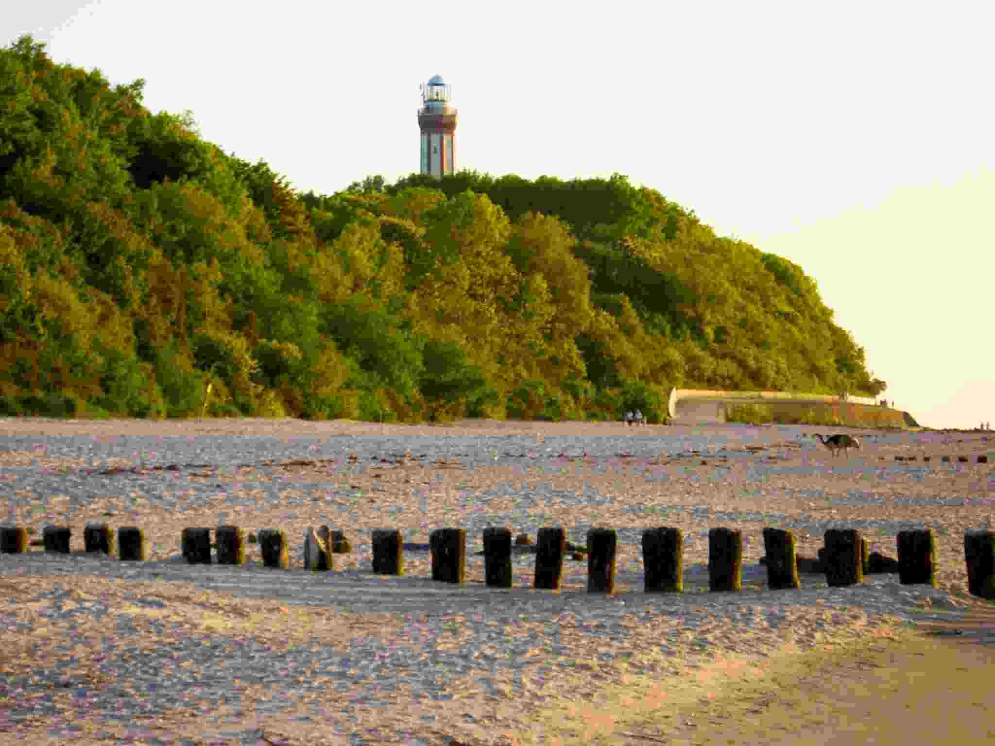 Seebad Niechorze Leuchtturm von Strand